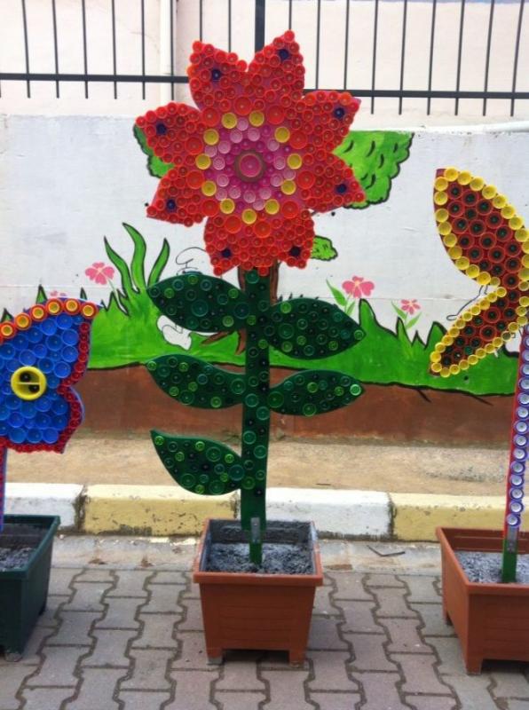 Цветы из крышек