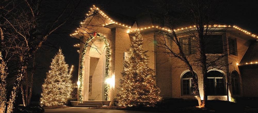 Украшение фасада дома к Новому году